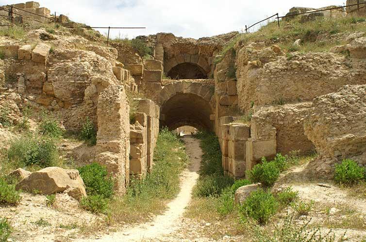 amphitheater-uthina-ruins